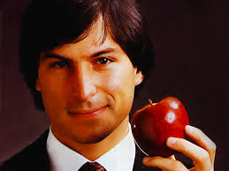 Steve Jobs giovane con la mela